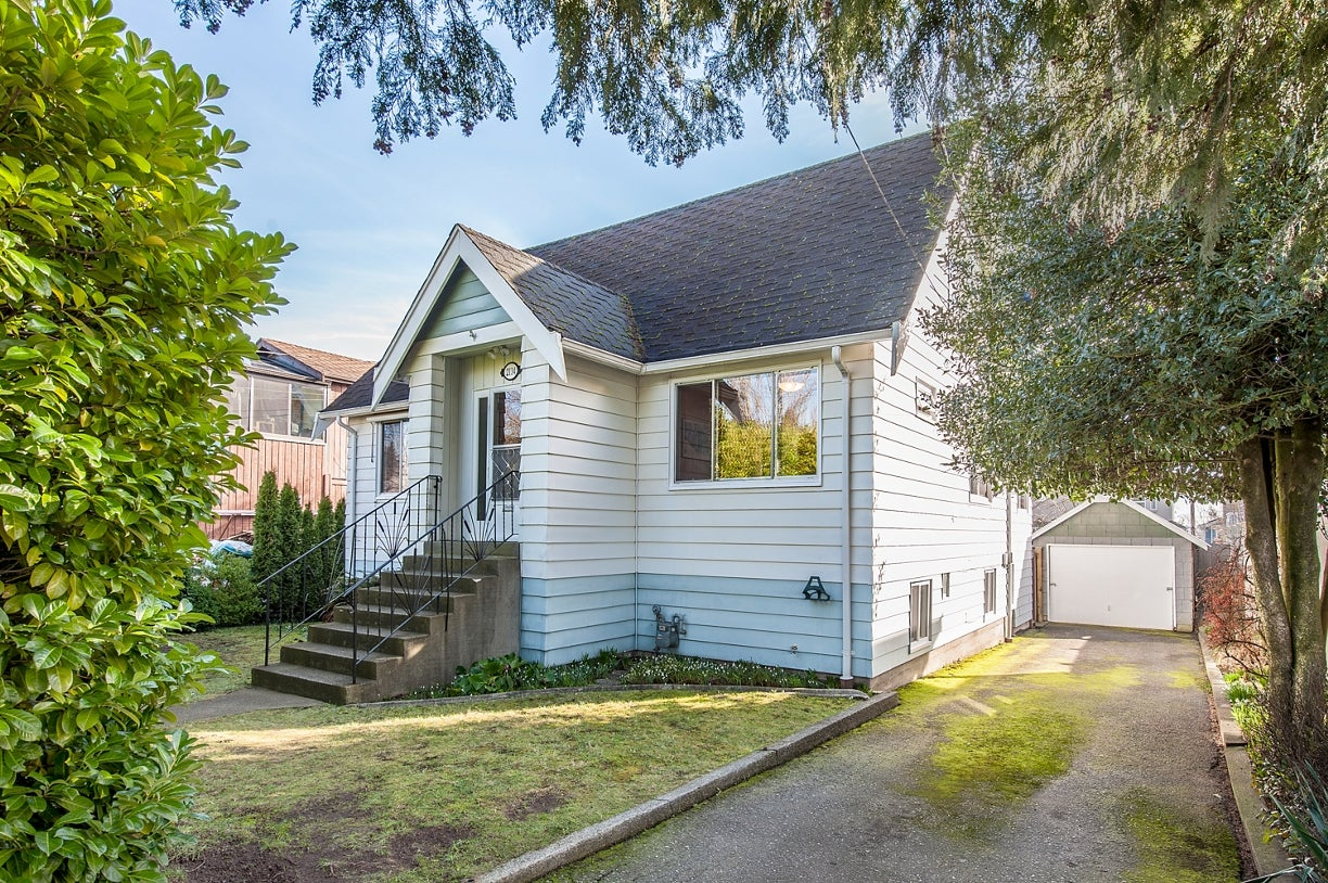 2134 DUBLIN STREET - Connaught Heights House/Single Family for sale, 3 Bedrooms (R2034823) #1